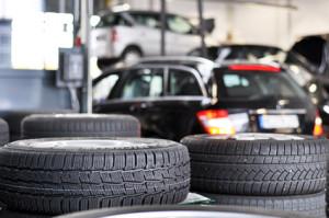 Automotive - Drucker. Autohersteller und deren Zulieferer drucken unterschiedliche Volumina von KLT, VDA-Etiketten