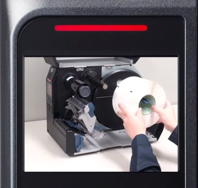 SATO CL6NX sind intelligente Drucker und zeigen dem Anwender im Display, wie Etiketten einzulegen sind