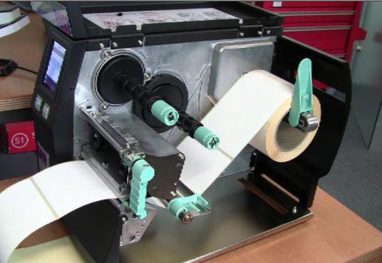 Thermotransfer-Drucker für DHL-Etiketten, die mit Farbband gedruckt werden