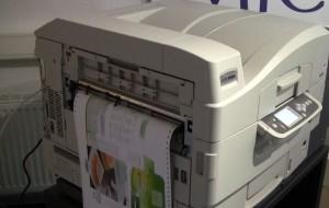 F36C Color Endlosdrucker bei schweren Materialien und Etiketten.