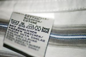 Acetat-Etiketten für Hosen, Anzüge, Kleider, Blusen und weitere Textilien.