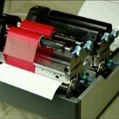 2 Druckwerke geben 2 Farben aus