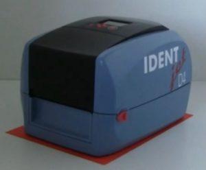 IDENTjet D4 benötigen weniger Platz als eine A4-Seite