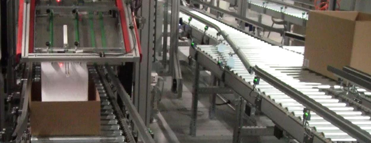 Lagerhaus-Drucker an der automatischen Versand-Straße