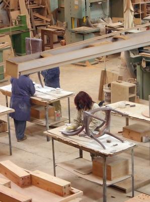 Möbel-Produktion. Drucker zur Herstellung von Möbel.