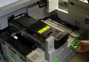 Wird Ihr Material aus dem 3.500 Blatt-Feeder eingezogen, können Sie sogar Qualitäten bis zu 300 g/m² verwenden