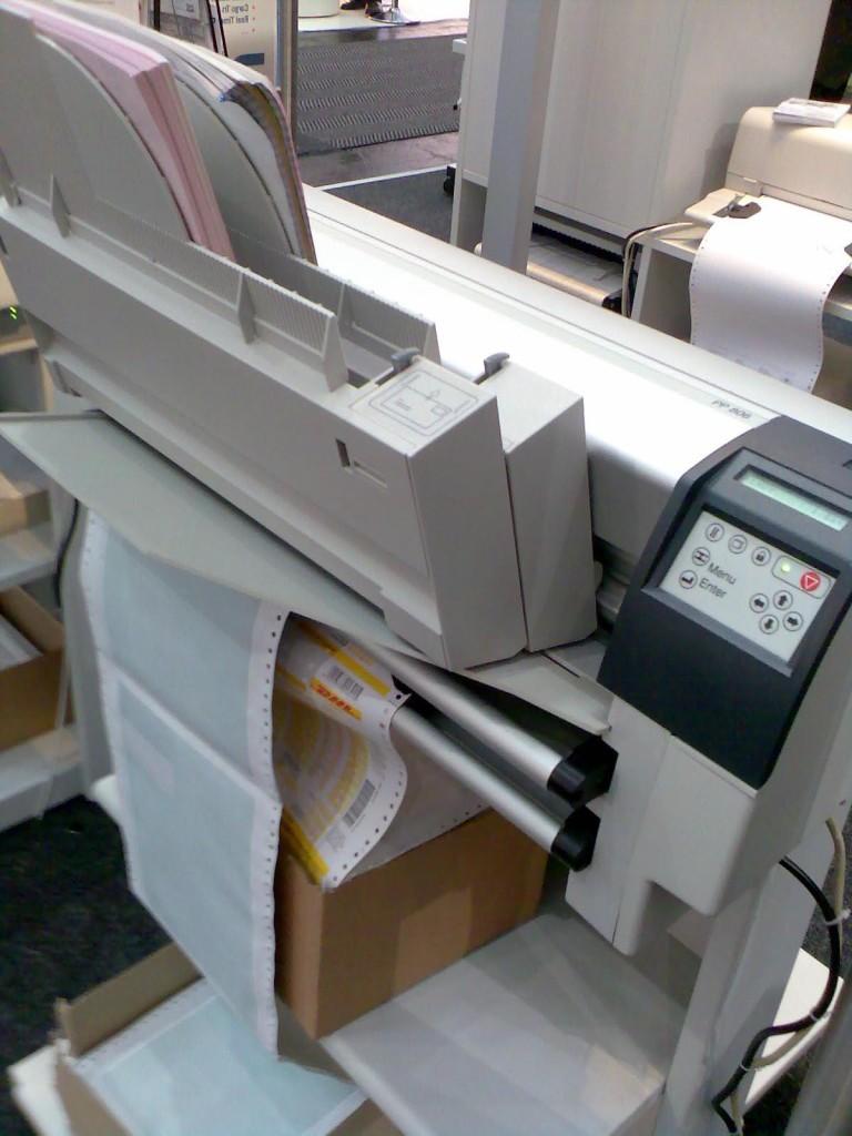 Kopfmatrixdrucker mit Endloseinzug und Einzelblatt-Kassetten