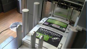 Printing on Demand mit großer Ablage = Übergabe-Station