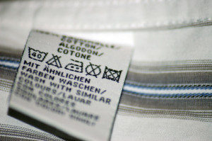 Textil-Etiketten aus Acetat oder Nylon Taft mit Pflegesymbolen und Logo bedrucken