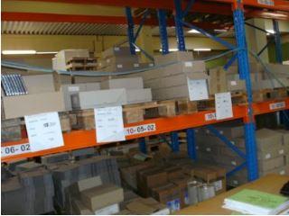 Verpackungsdruck in der Produktion – statt voller Verpackungs-Lager nur wenige weiße Zuschnitte