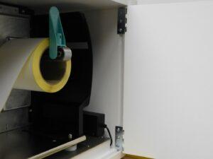 beheizbarer Druckerschrank ist komfortabel zum bequemen Media-Wechsel von der Seite